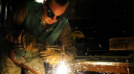 La producción industrial retornó al crecimiento en julio