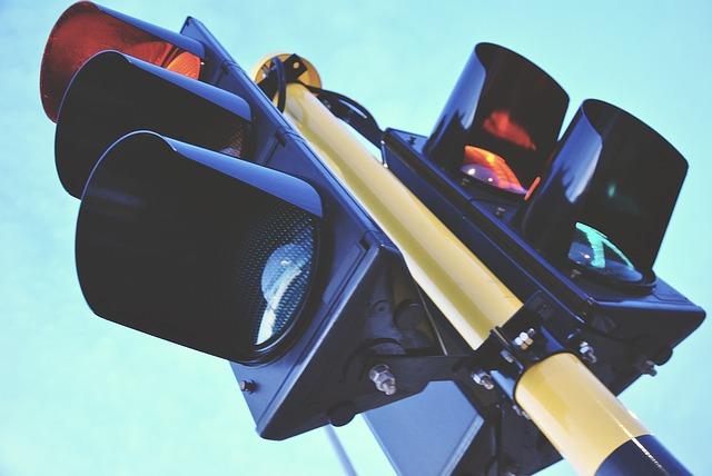 traffic-light-1360645_640